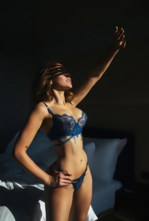Chamsia independent escorts in Fort Lupton